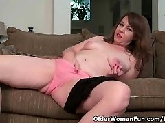 American milf Tracy peels off her stocking and masturbates