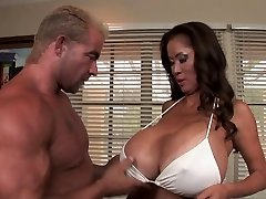 Minka - Hot Huge-titted Milf