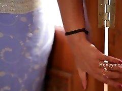 Steamy desi shortfilm 172 - Surekha Reddy bap press, navel kiss & press