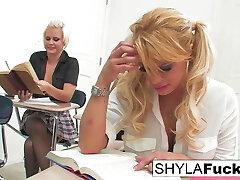 תלמידת בית ספר shyla מקבל זיין