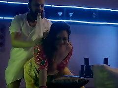 אמא הודית מזדיינת עם גבר מוסלמי