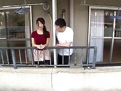 אישה יפנית בוגדת בשכן שלו