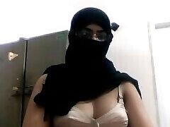 דסי ציצים גדולים בחזייה מצלמת המוסלמים התחת השמנמן רנדי נתפס