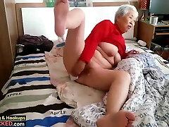 סבתא עם סטודנט