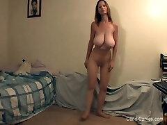 גילף סקסי עם ציצים נפולים בגרביונים
