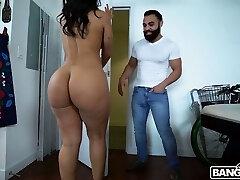 רוז מונרו מוונצואלה קופצת על זין ארוך וחזק כל כך נהדר