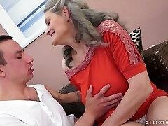 סקס ברעב סבתא עם גדול טבעי, ציצים נותן חם מציצה לה מאהב