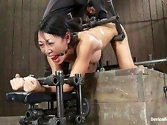 Tia Ling - come per un piccolo culo, una macchina enorme cazzo!