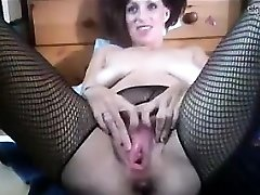 Breezy Fisting Her Own Snatch And Squirting