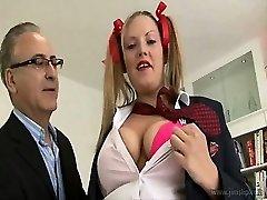 Uber-sexy housewife dwarf mayhem!