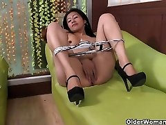Latina milf Veronica takes a getting off break