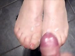 Cum on tights soles with red toenails - as requested!