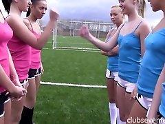 Lussuriosi sport lesbiche masturbarsi