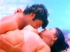 Big boob mallu aunty romanticismo in piscina