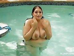 BBW סידני צעקות מזיין BBC מתחת למים בבריכה
