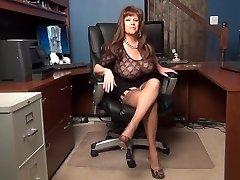 Sexetary מקניט את הבוס