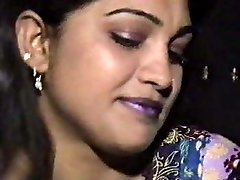 Lahori HEERA MANDI punjabi pakistani female in threesome