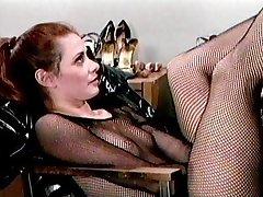 भड़कीले रबर वस्त्र जूतों में कामोत्तेजक लड़कियां मज़ा आ रहा है
