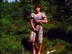 Retro - Lady faps outdoor