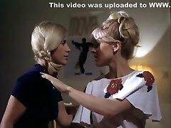 בריט קורבין, בירגיט Zamulo, מארי Forsa - ילדהה פוגשת ילדהה aka Vild הרשות סקס (1974)