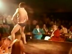 Malestrip split from a classic reportage
