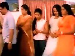 Intialainen suuret naiset isot tissit Saada Kuseen