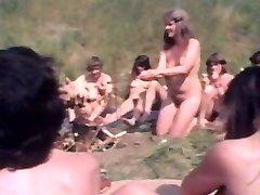 Vintage clip ystäviä, jotka saavat alasti julkinen