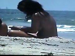 alasti paar rannas