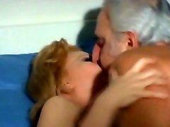 Atzīšanās ir Neapmierinātas Mājsaimniece (1976)