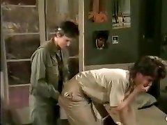 ג 'יימי סאמרס, קים אנג' לי, טום ביירון, בסצנת הסקס הקלאסית