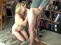 Blow-Job For A Youthfull Neighbour