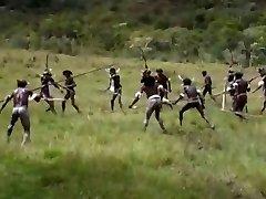 アフリカ女性の小さい空saggyおっぱい