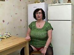 Unexperienced BBW BIG TITS GRANNY Peeing SEX