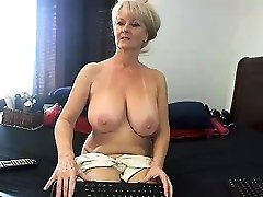 unexperienced meganrosex masturbating on live webcam