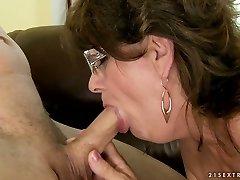 Horny granny takes it deepthroat and guzzles cum