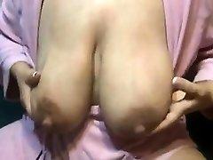 Lactating mom big nipples Vivan from onmilfcom