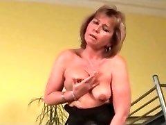 I am Pierced grannie pith pierced nipples n pussy in stockings