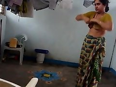 desi with hairy armpit wears saree after bathtub