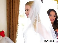 Honies - Step Mom Lessons - Naked Nuptials