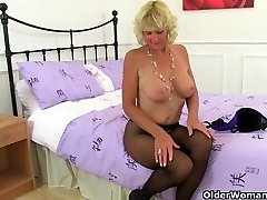 Nyloned grannie Molly needs to knead one out