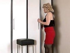 Wanting fuck-stick mature woman masturbates