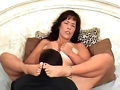 Munching pussy to orgasm