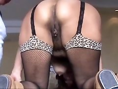 Open my arse and fucks me