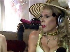 Jewish granny sprays during sex-show