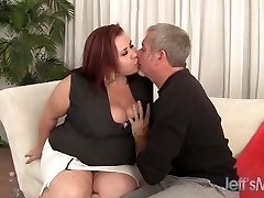 BBW Doll Lynn plays with her tits before 69 & drill