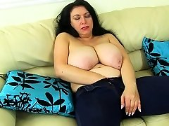 English milf Sabrina lets you enjoy her hungry fanny