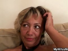 Gfs mom spreads legs for him