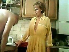 盗難に映像の両親は、キッチン