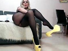 Amateur czech mature toys her cunt