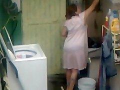 図Aunty尻洗浄器トイレを完備してい---大きなバットに送りPlumperママ